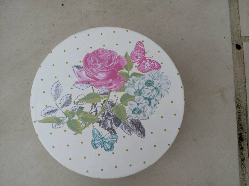Gift boxes set of 3 matching with flower design on lid