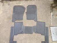 Genuine Land Rover Discovery Rubber Floor Mats