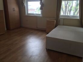 4 Modern Double Rooms in the same House *** ZONE 2* Starlane. Bills Incl
