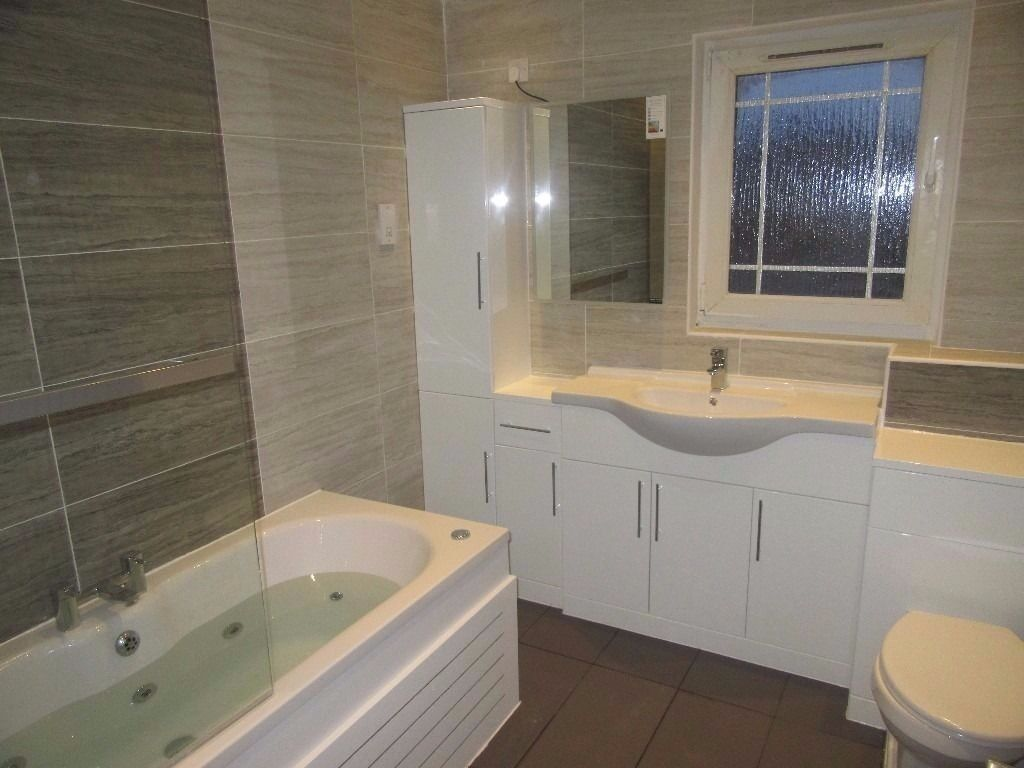 Bathroom prices fitted -  Big Save 1050 Labourer Price For Fully Tiled Bathroom