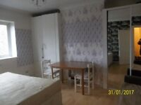 Large Double Room available in a Flat Share in a Prime Location, North Finchley, N12