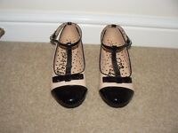 Brand New Girls Nude/Black patent T Bar Shoes with Bow- Size 2