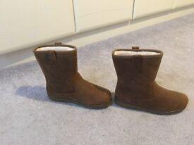 Unisex ugg boots UK 2 juniors