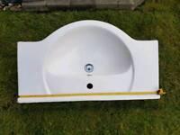 Bathroom basin (840 mm long)