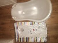 Bath and changing mat not been used