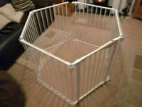 Lindam Play pen with gate