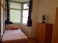 2 Very nice single room in Neasden at just 110 & 120pw, amazing house!!Livingroom with TV!!