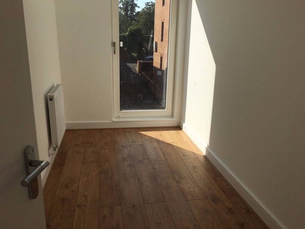 Stunning modern new build four bed house. Queens Park Borders. PVT L/L .SAVE £££ & COME DIRECT.