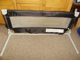 Bed guard for children, folding for storage, safety label, very good condition