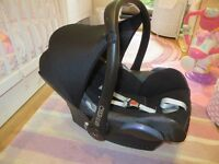 Maxi Cosi Cabriofix Baby Car Seat and Easy Fix Isofix Base for sale.