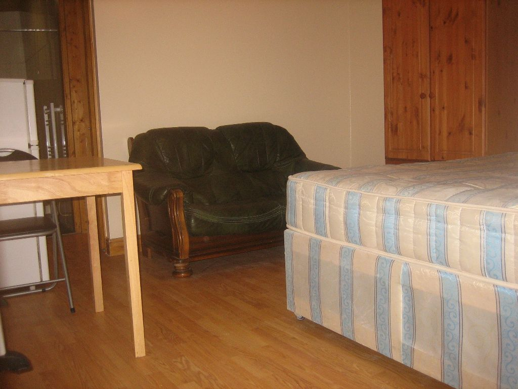 BILLS INCLUDED! PERFECTLY LOCATED BEAUTIFUL NEW GROUND FLOOR DOUBLE STUDIO BY ZONE 2 NIGHT TUBE