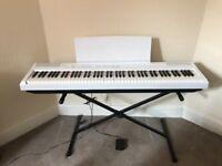 95% NEW Yamaha 88-key Keyboard set with a Gator case