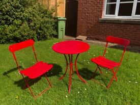 Garden metal table and two chairs