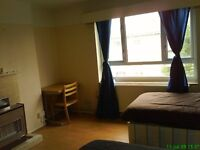 Huge double room for couple or 2 girls share. Only 1 week deposit. internet. 8 min walk to Westfield