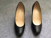 GABOR BLACK PATENT COURT SHOES SIZE 5. Immaculate CONDITION