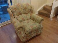 2 seater sofa + 1 armchair.- Vintage!