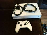 XBOX ONE S 500gb white 2 games fifa 18 battlefield 1 fully working