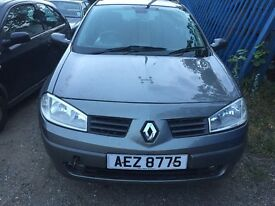 Renault Megane grey 1.4 petrol manual breaking for parts / spares