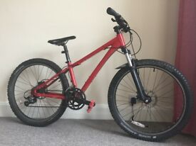 Red Respayed GIANT dirt jump bike w/ hydraulic disks