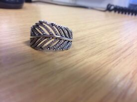 "Pandora "" LEAF"" ring size 60. Excellent condition as never worn."