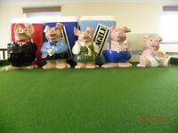 WADE NAT WEST COLLECTION OF 5 ORIGINAL MONEY BOX PIGS COMPLETE WITH STOPPERS AND BOXES