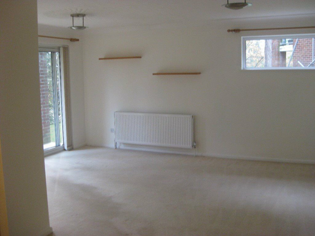 2 Bed Ground Floor Apartment, Lower Parkstone, available 1st December
