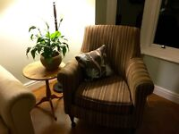 Chair with castor turned legs