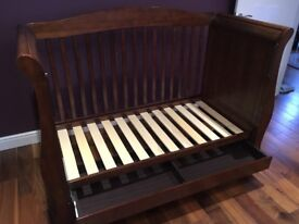 Baby style sleigh baby cot