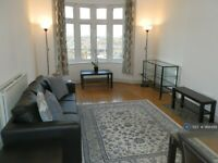 2 bedroom flat in Parkview Court, Fulham, London, SW6 (2 bed) (#968488)