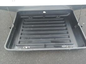 Roof box in excellent condition.