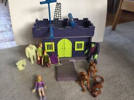 Scooby Doo Haunted house and characters