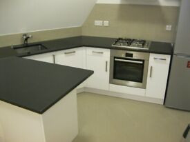 Quality Top 2 Bed Flat Bath Shower Open Kitchen Bar Dining Sitting Very Near Tube Bus Shops Park