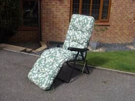 Green Reclining Sun Garden Chair Quality Padded Thick Cushion Barely Used