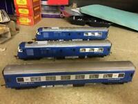 Blue Pullman set.. FREE postage, Model railway..GWR..OOGAUGE..Runs well.. 3 car set.