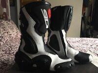 Sidi motorbike boots size 8. Only Worn twice