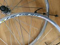 Mavic Aksium race 700c road bike wheels