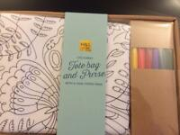Colour your own tote bag and purse