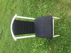 Table and 2 chairs - $60 St. John's Newfoundland image 3