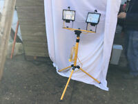 NEW Twin Halogen Worklight 1000w Telescopic Stand Extends from approx 1.12m to 1.97m in 110v or 240v