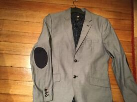 H & M JACKET size EURO 50. LINED and pockets still sewn together. BARGAIN PRICE THANKS.