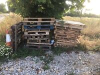 Free pile of mixed pallets
