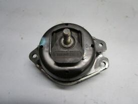 Bearing block, Engine Mount Engine 8200052028C RENAULT 2,2