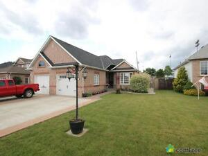 $349,900 - Townhouse for sale in Welland