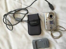 Samsung digital camera with accessorises