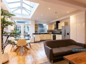 1 bedroom in St. Dunstans Road, London, SE25 (#982794)