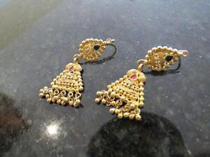22k yellow gold earrings  7.9 grams