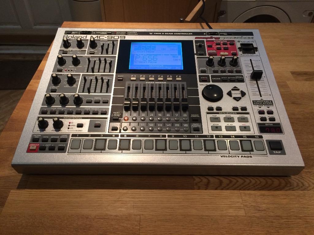 Roland Mc 909 Drum Machine Sampler Sequencer In