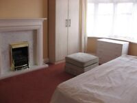 LARGE ROOM close to LUTON TOWN CENTRE in clean quiet house
