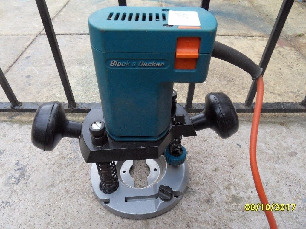 a working plunge router