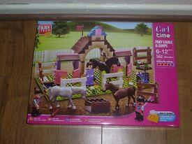 Block Tech Pony Stable & Jumps horses